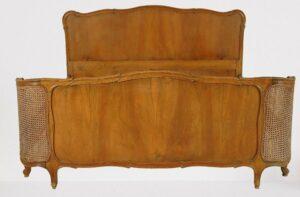 Chippendale Doppelbett mit Bastgeflecht