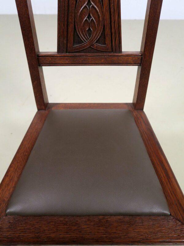 Zehn restaurierte Gründerzeit Stühle mit Lederbezug