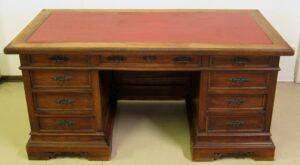 Gründerzeit Schreibtisch mit Figuren