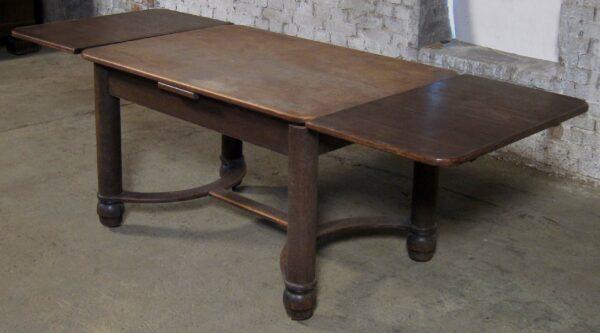 Ausziehbarer Esstisch mit zwei Platten