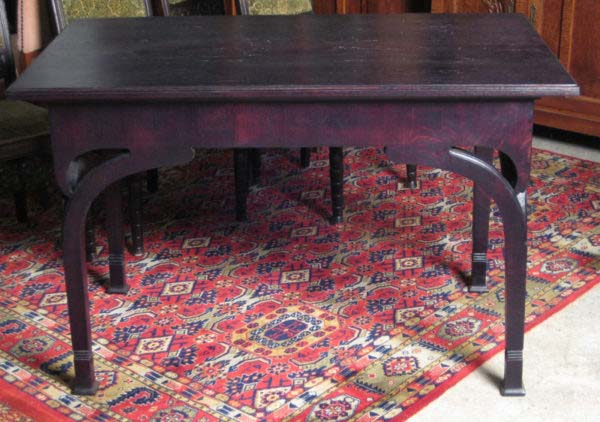 Formschöner gebeizter Jugendstil Tisch