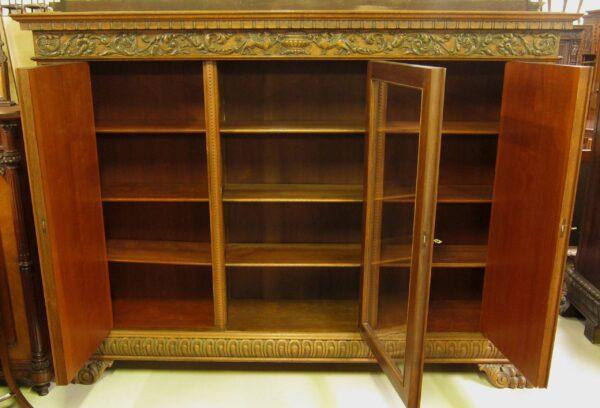 Neorenaissance Bücherschrank mit figürlichen Darstellungen