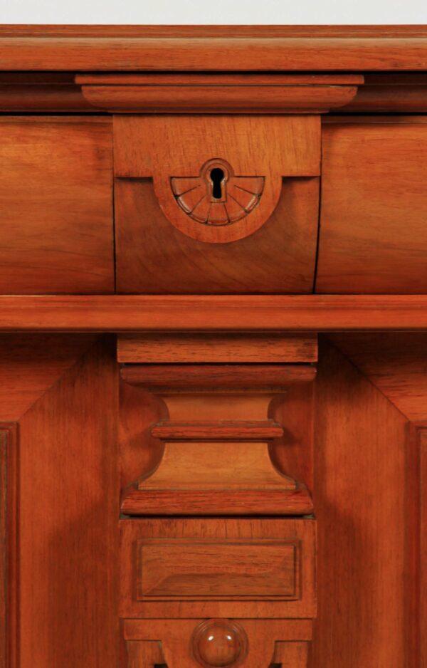 Gründerzeit Sideboard aus Nussbaum