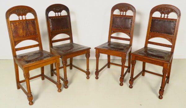 Vier Jugendstil Stühle aus Eiche