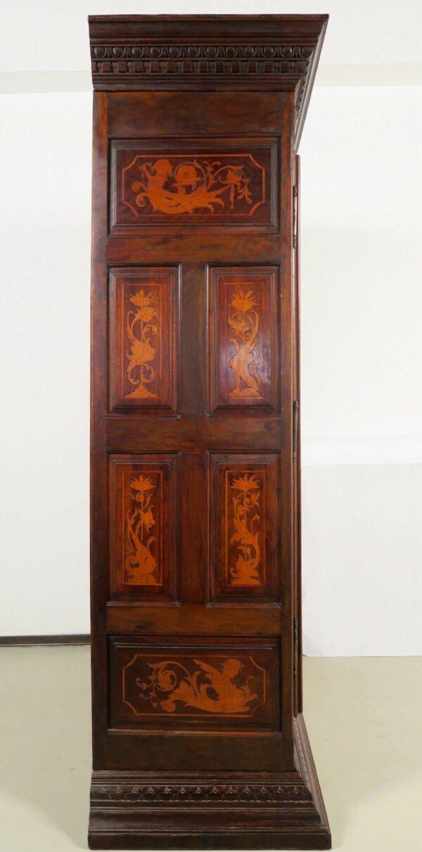 Barock Kleiderschrank mit Intarsien