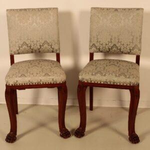 Zwei Neorenaissance Stühle mit Tatzenfüßen