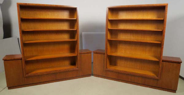 Zwei wunderschöne Bauhaus Bücherschränke