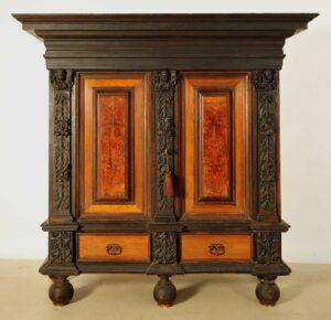 Originaler Barockschrank aus Eichenholz