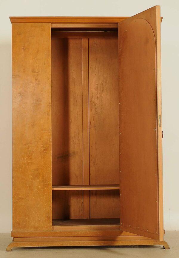 Schöner Kleiderschrank aus Birkenholz