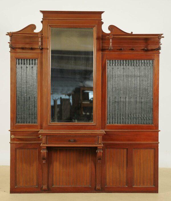 Asymmetrischer Gründerzeit Garderobe
