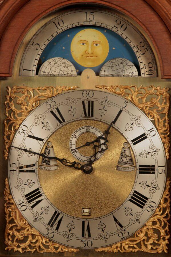 Standuhr mit Mondphase