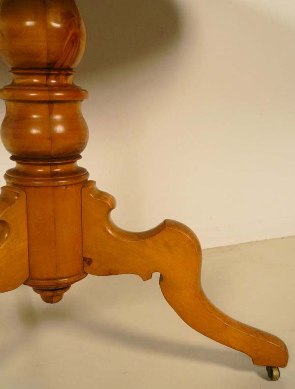 Louis Philippe Beistelltisch aus Birkenholz