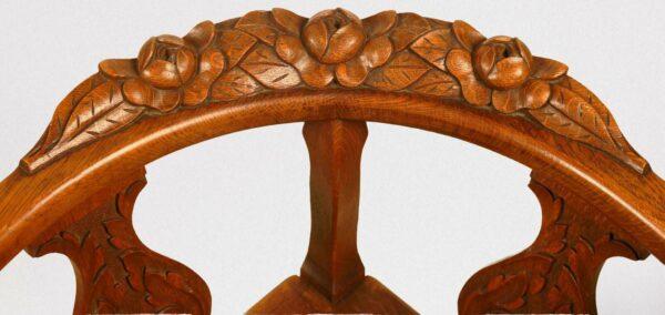 Zwei elegante Eckstühle aus Eichenholz